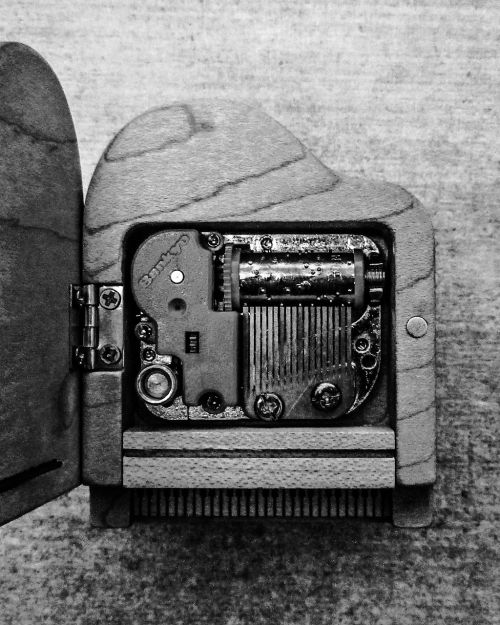 piano black and white music
