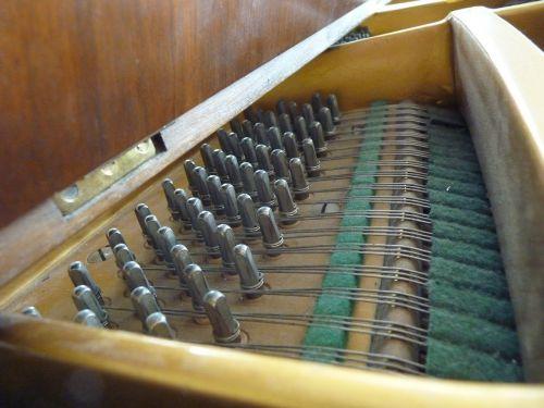 piano music strings