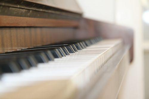 piano keyboard music