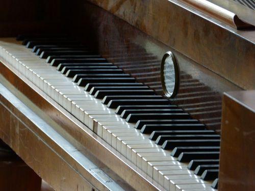 piano old historically