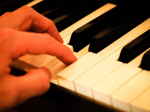 piano hand piano keys