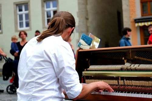 piano player musician focused