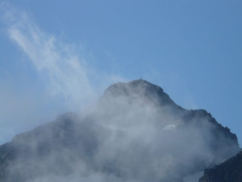 pico aneto pyrenees summit
