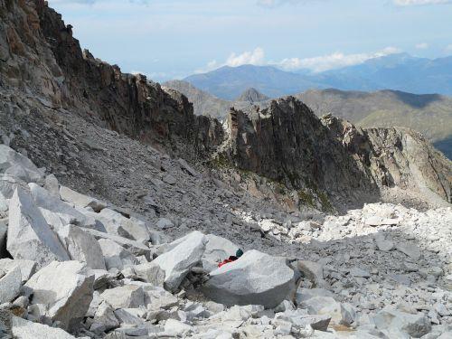 pico aneto hike rock