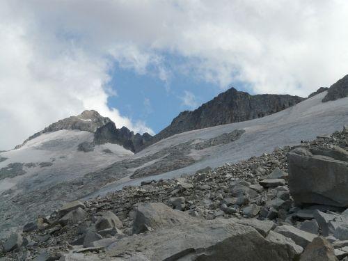 pico aneto glacier mountain