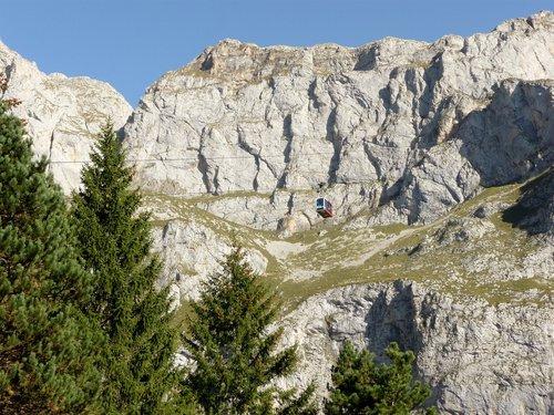 picos de europa  mountains  fuente de