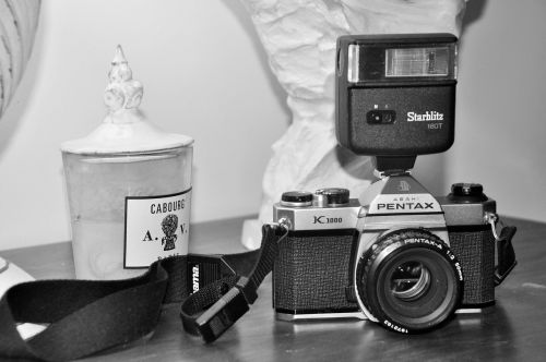 picture camera black and white