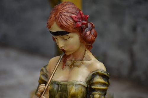 pied piper woman red hair