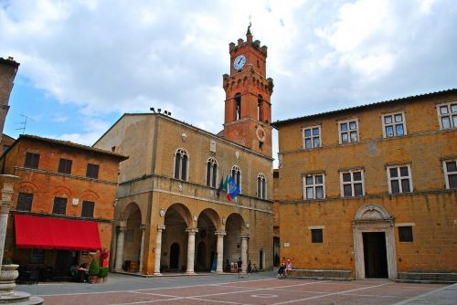 pienza square pious pope ii tuscany