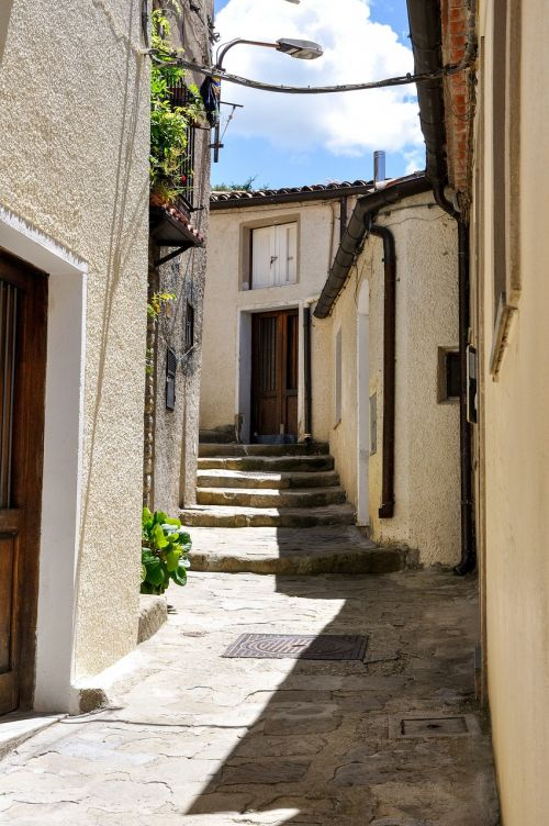 pietrapertosa alley paved