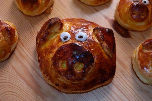 piglet pastries yeast biscuits