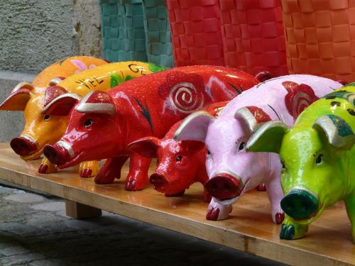 kiaulės,kiaulių figūrėlės,skaičiai,spalvinga,gaudy,juokinga,oranžinė,raudona,žalias