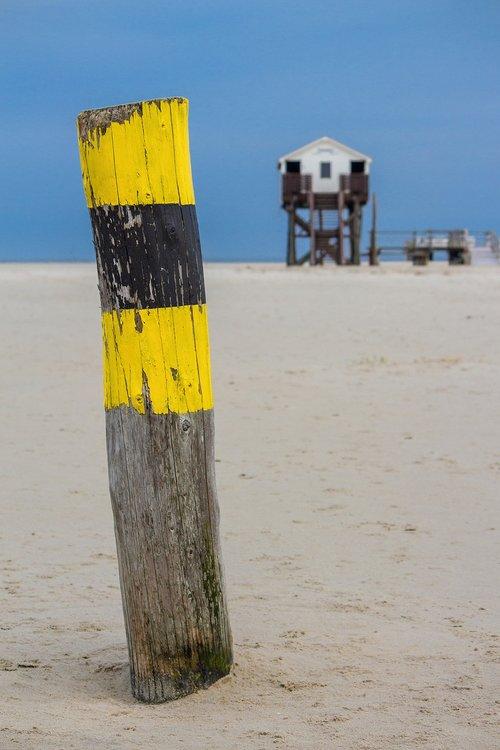 pile  beach  stilt house