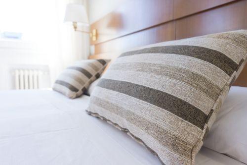 pillows bed bedding