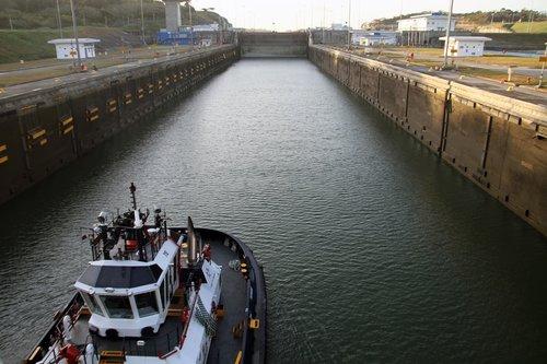 pilot  panama canal  crossing