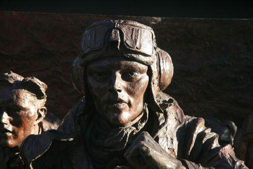 pilot monument london