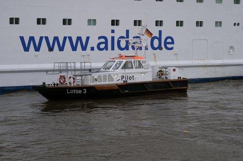 pilot boat  pilot  shipping