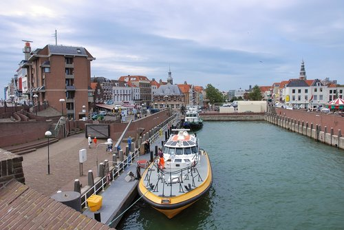 pilot boat  port  pilot