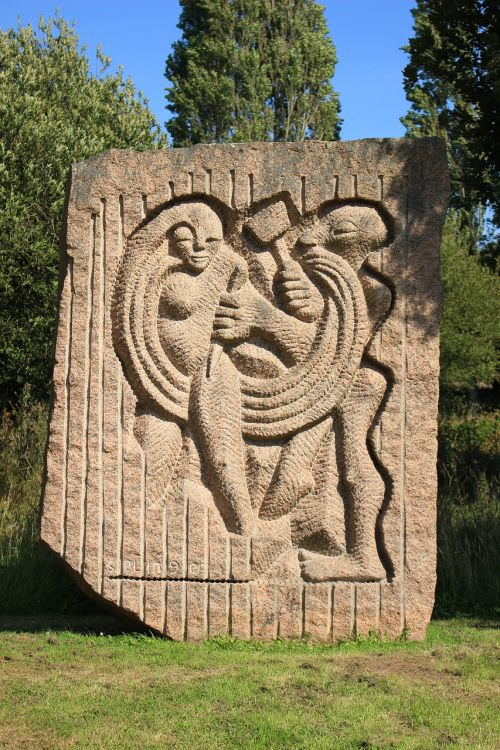 pink granite ploumanach sculpture