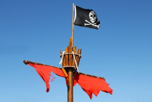 pirate  flag  crows nest