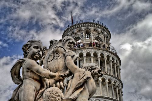 pisa leaning tower tuscany