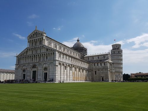 pisa leaning tower dom
