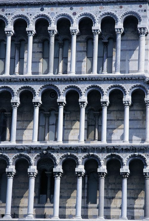 pisa leaning tower columnar