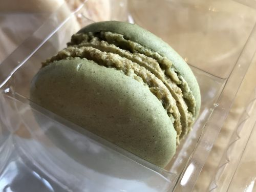 pistachio macaroon sweets