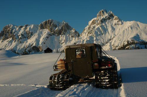 piste bullish snow vehicle snow groomer