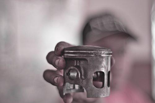 piston  hand  holding