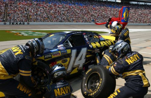 pit crew nascar tires
