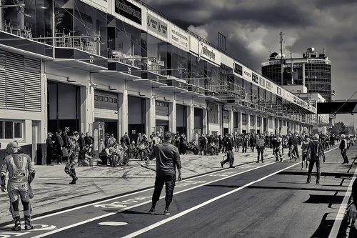 pit lane  pit crew  motorcycle racing
