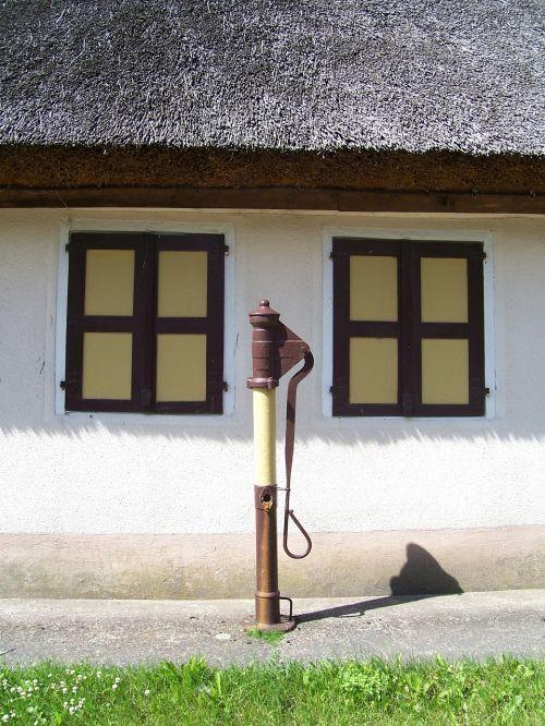 pivoting pump pump farmhouse