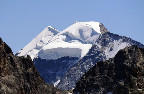piz palu snow cap loose snow avalanches