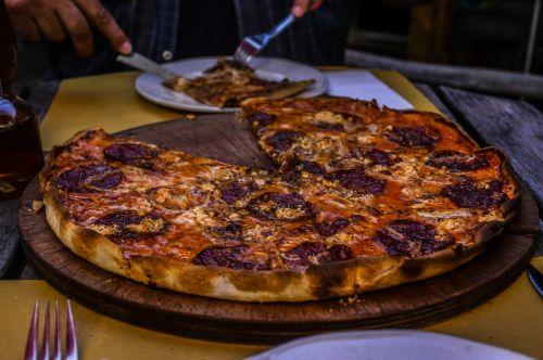 pizza salami delicious