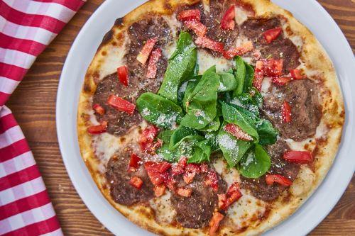 pizza dough tomato