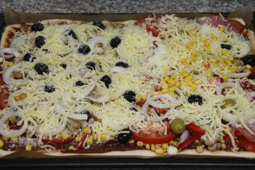 pizza cook topping