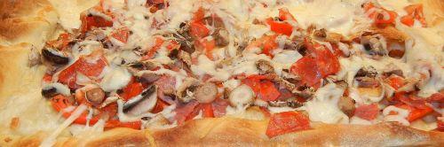 pizza mushrooms tomatoes