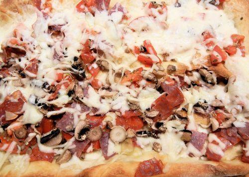pizza mushrooms salami