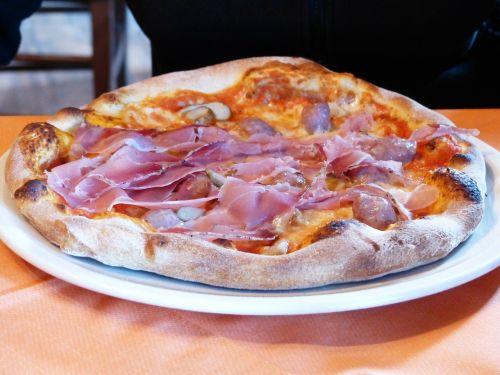 pizza prosciutto pizza dinner