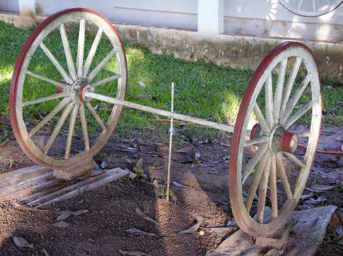 place wheel ox-cart garnish