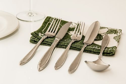place setting dinner cutlery