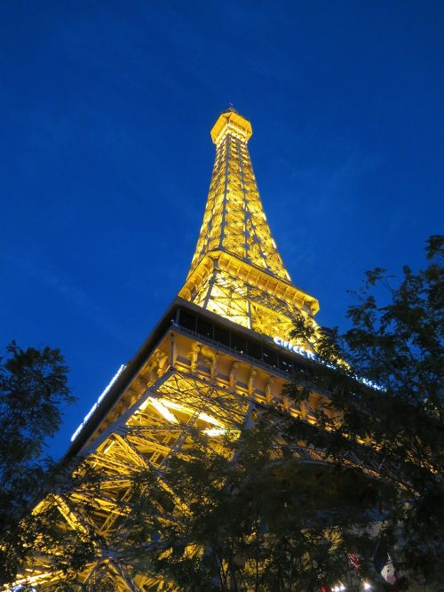 places of interest eiffel tower lighting