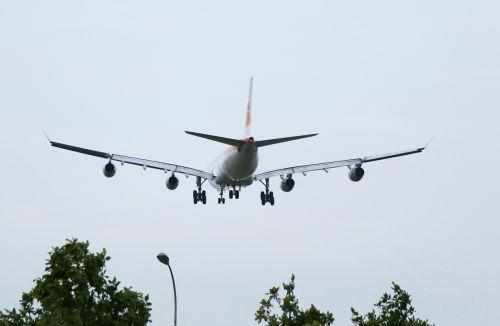 plane 4 turbines giant