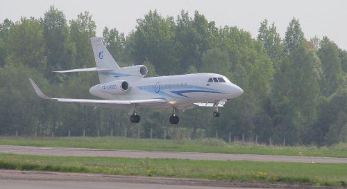 plane landing arrival