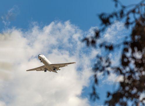 plane fokker f-28-0100 c n 11276