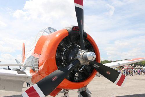 plane radial engine propeller