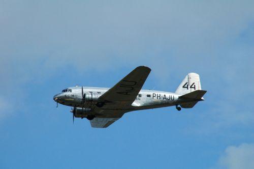 plane aircraft douglas dc 3