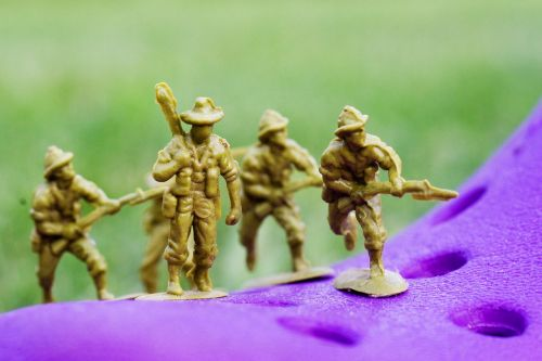 plastic soldiers toys