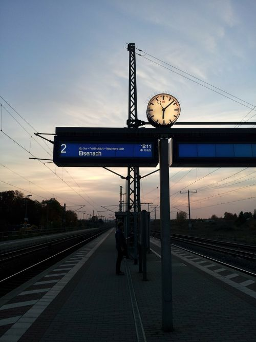 platform breakpoint rail traffic
